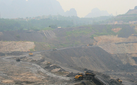 A coal mining site in Quang Ninh province. Photo courtesy of PanNature, 2009.
