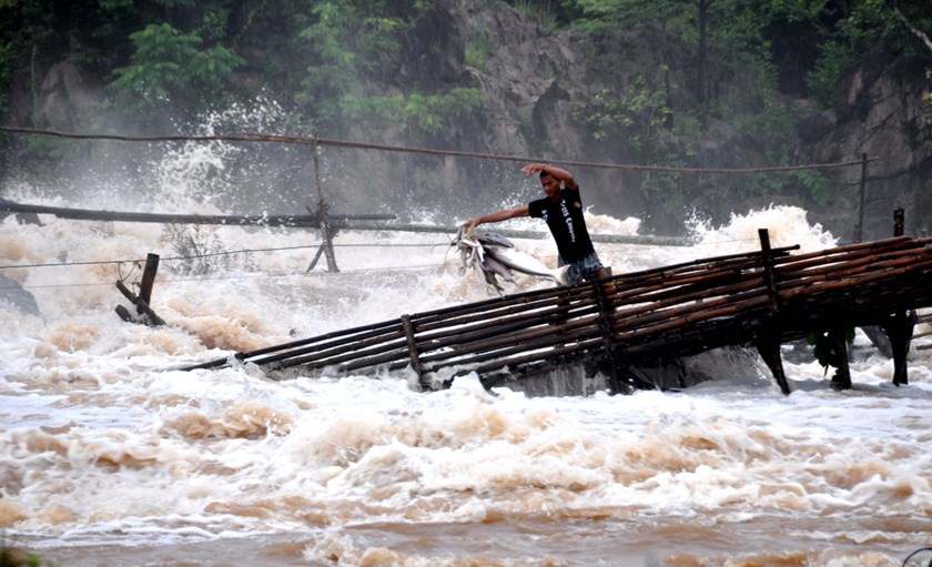 A man fishing in the Khone Falls area, near the site of the Don Sahong dam project. Laos's steadfast determination to  forge ahead with construction of the Don Sahong, the second of 11 dams planned by the landlocked nation on the lower reaches of the Mekong River, has pitted it against its riparian neighbors. (Photo: International Rivers)