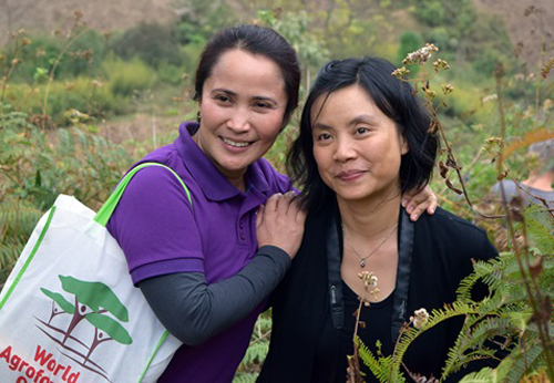 Nguyen Thi Thanh An (right) with Delia C. Catacutan, ICRAF Viet Nam country coordinator, on a recent field trip in the Northwest. Photo: World Agroforestry Centre/Duc Pham Thanh