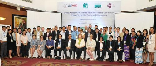 """Workshop:  """"Impact Assessment and the ASEAN Economic Community: A Way Forward for Regional Collaboration."""" (Photo: AECEN)"""
