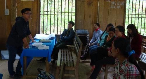 Participatory Rural Apraisal (PRA) on NTFP uses in Xuan Nha commune.(Photo: PanNature)