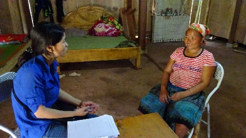 Interviewing a woman in her house.(Photo: PanNature)