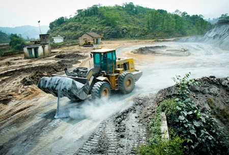 Mining trucks work in northern Lao Cai Province. Experts have called for the management of natural resources to be tightened to decrease the rate of depletion and degradation. — VNA/VNS Photo Trong Dat