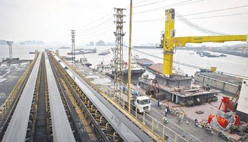 A view of the coal port of Cua Ong Coal Company in the northern coastal province of Quang Ninh. (Source: VNA)