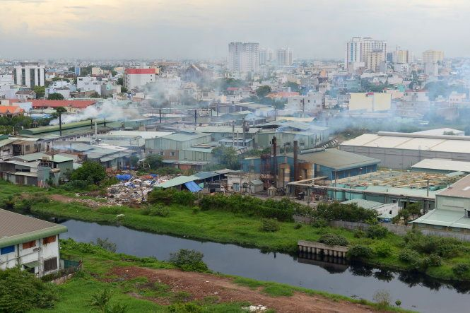 Air pollution caused by factories in Dong Hung Thuan Ward, District 12, Ho Chi Minh City (Photo credit: Tuoi Tre News)